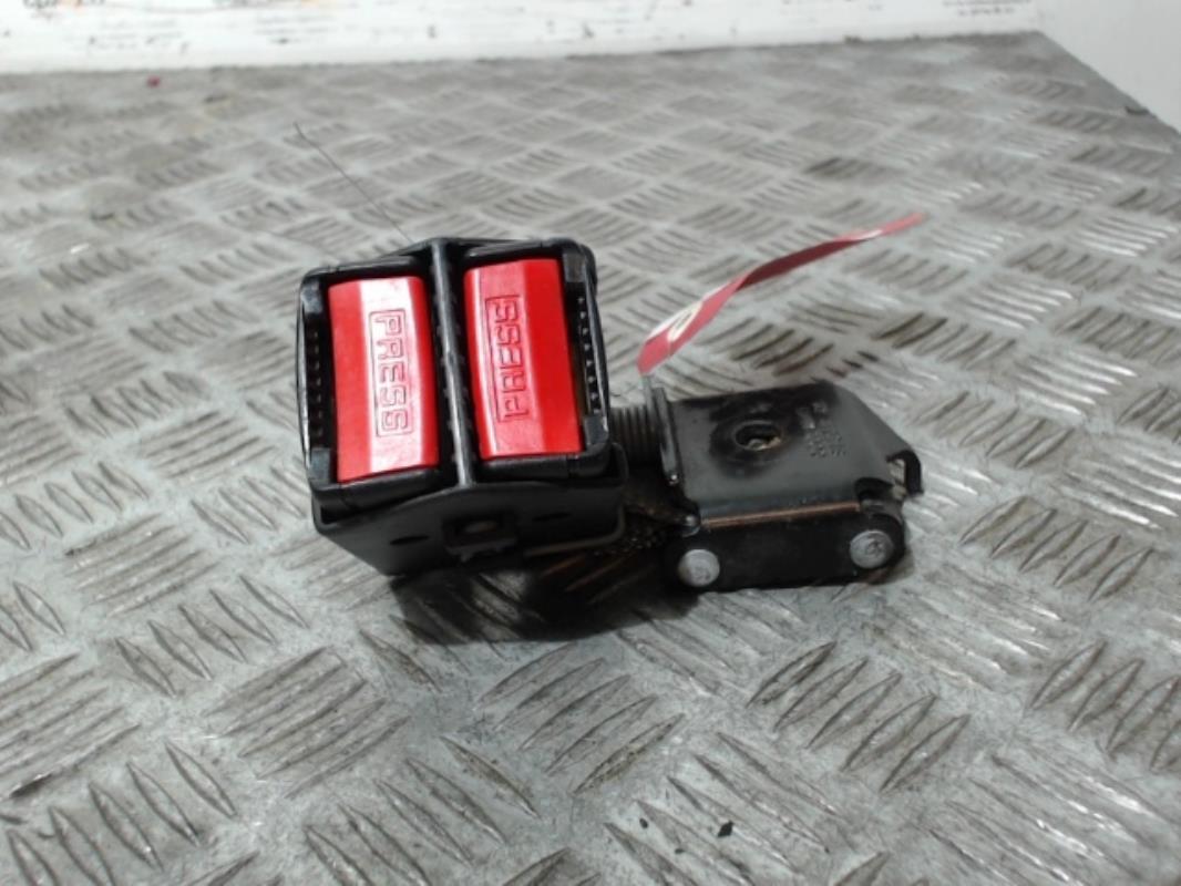info pour info pour nouvelle apparence Attache ceinture arriere droit RENAULT CLIO II PHASE 1 Essence