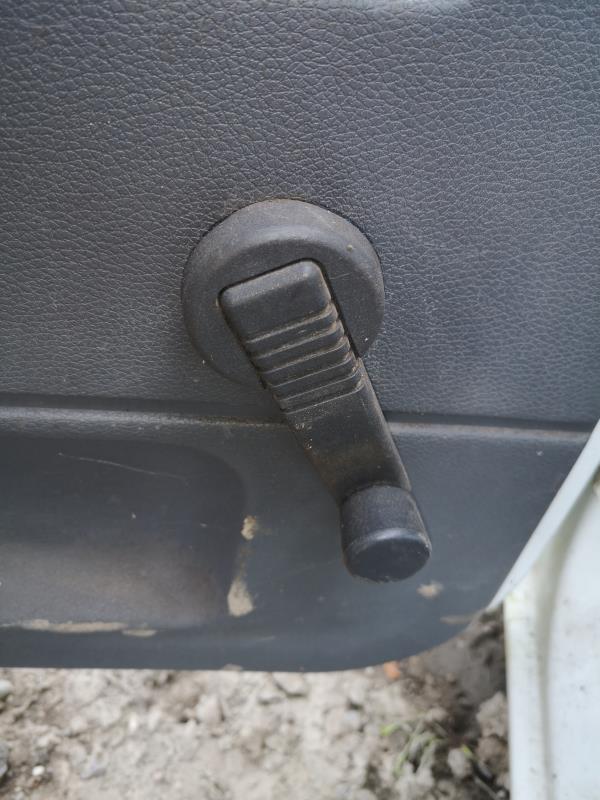 Poignée lève vitre  Renault 19 phase 2 7700797106